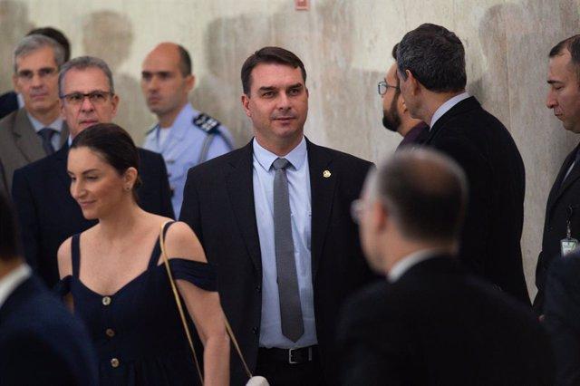 Brasil.- Flavio Bolsonaro admite que uno de sus exasesores pagaba sus facturas p