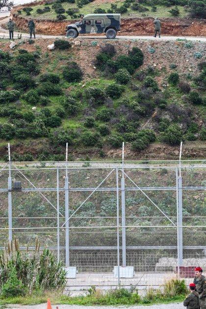 Interceptan a un inmigrante senegalés intentando saltar la valla de Ceuta para regresar a Marruecos