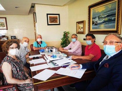 La APA analiza con la agrupación de asociaciones de vecinos los proyectos del Puerto de Almería