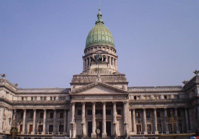 Este lunes el Congreso legislativo de Argentina fue desalojado por segunda vez en menos de una semana tras una amenaza de bomba, que se produjo con una llamada a la biblioteca del edificio