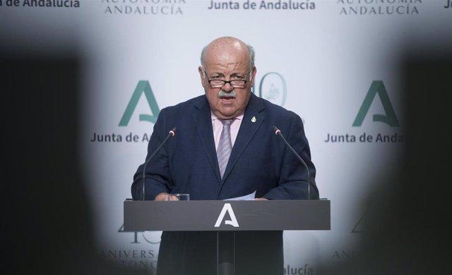 El consejero de Salud y Familias, Jesús Aguirre, durante la comparecencia en rueda de prensa tras la reunión semanal del Consejo de Gobierno de la Junta de Andalucía, foto de archivo