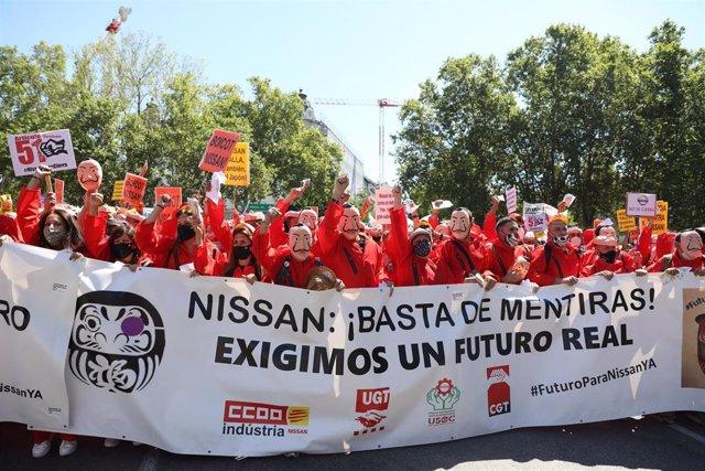 Trabajadores de la planta de Barcelona de Nissan disfrazados de los personajes de la serie 'La Casa de Papel' durante una manifestación para pedir un futuro para las instalaciones de la ciudad condal, en Madrid (España), a 15 de julio de 2020.