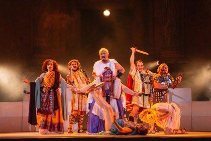 El Teatro Romano de Mérida asiste a su propia inauguración de la mano de Plauto en 'La comedia de la cestita'