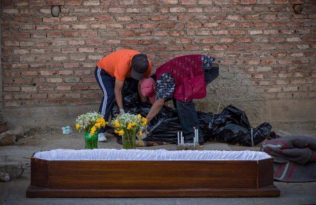 Ataúd para un fallecido de coronavirus en Cochabamba, Bolivia.