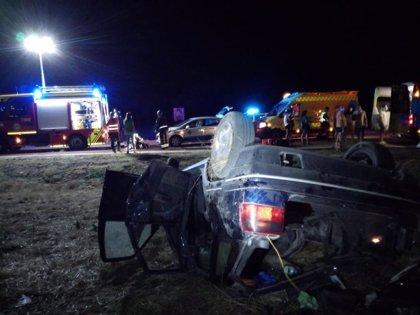 Heridos cuatro jóvenes en una salida de vía y vuelco en Hornillos de Eresma
