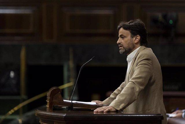 El Presidente del Grupo Confederal UP-EC-GeC en el Congreso de los Diputados, Jaume Asens, interviene desde la tribuna en una sesión plenaria en el Congreso, en Madrid (España), a 29 de julio de 2020. En esa sesión, el presidente del Gobierno, Pedro Sánch