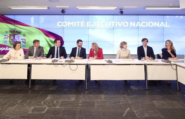 El presidente del PP, Pablo Casado, con  miembros de su Ejecutiva. En Madrid (España) a 12 de noviembre de 2019.