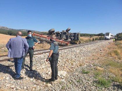 Herido el conductor de una cosechadora tras colisionar con un tren en Navalcaballo (Soria)