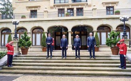 """Los tres diputados generales precisan que el acuerdo del Gobierno y FEMP """"no afecta a las entidades locales"""" de Euskadi"""