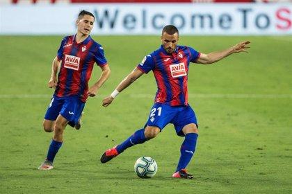 Pedro León seguirá en el Eibar la temporada 2020-2021