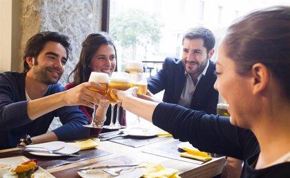 El consumidor de cerveza es sociable, concienciado con el medioambiente y con una activa vida social