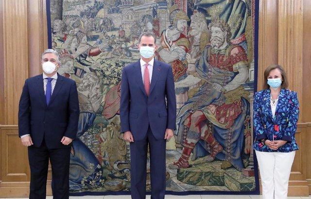 VÍDEO: El Rey Felipe VI recibe en Zarzuela al canciller de Uruguay en su primer