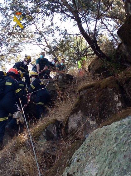 La Guardia Civil rescata a un escalador tras sufrir un accidente en una zona de difícil acceso de Valdeobispo