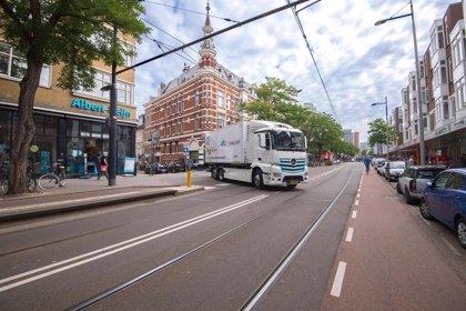 Mercedes-Benz prueba en Países Bajos y Bélgica su camión eléctrico eActros