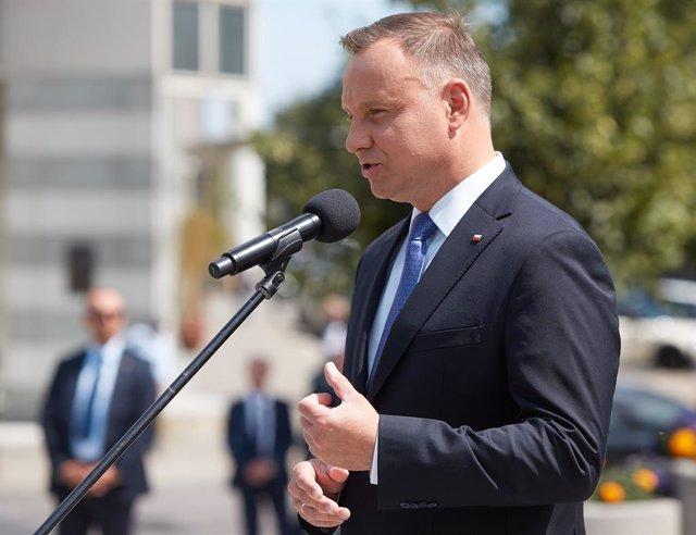 Coronavirus.- Duda toma posesión para un segundo mandato mientras Polonia anunci