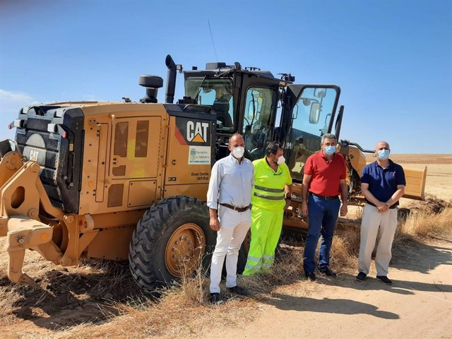 Llorente, junto al alcalde de Cantalpino y el diputado de Agricultura de Salamanca.
