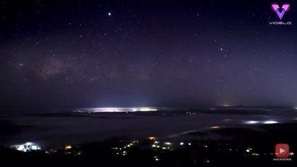 Filman en timelapse las estrellas del cielo de Australia al amanecer
