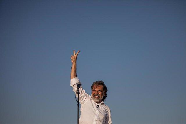 El presidente de Òmnium, Jordi Cuixart, antes de ingresar a prisión tras la suspensión del tercer grado.