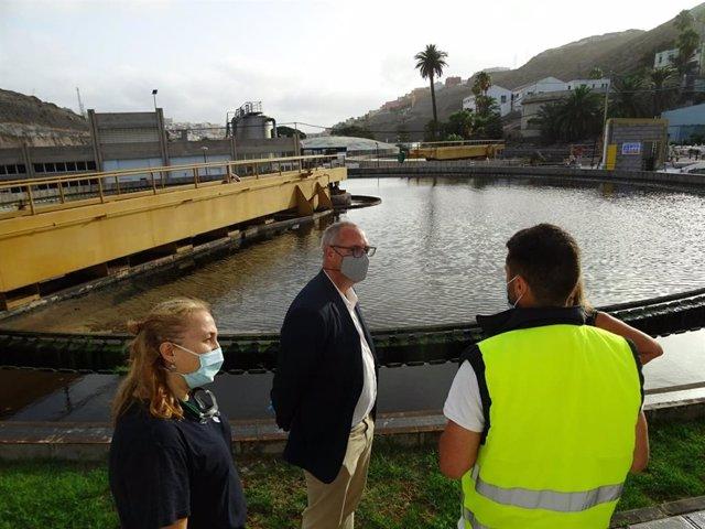 El director general de Aguas del Gobierno de Canarias, Víctor Navarro, en su visita esta semana la Estación Depuradora de Barranco Seco II, en Gran Canaria