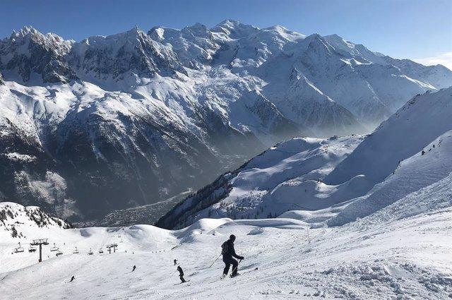Italia.- Más de 60 personas evacuadas del lado italiano del Mont Blanc por el po