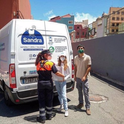 La empresa canaria Leche Sandra entrega productos lácteos a familias vulnerables de Gran Canaria