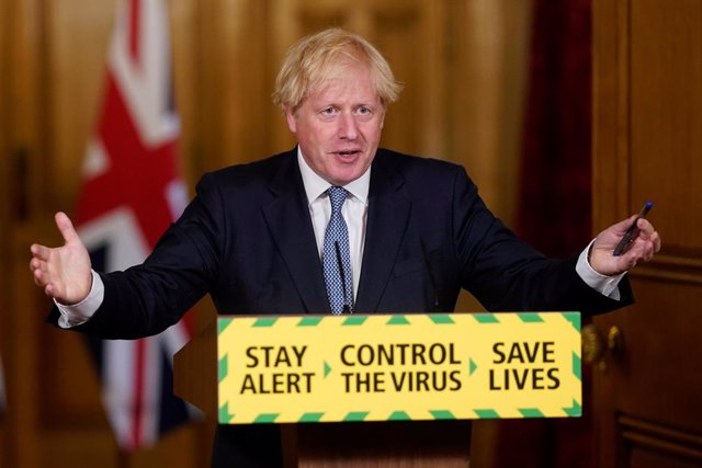 Coronavirus.- Boris Johnson defiende el sistema británico de rastreo a pesar de