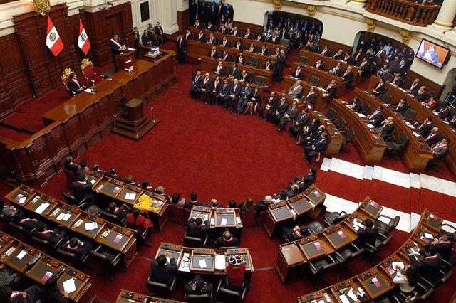 Perú.- El general retirado Walter Martos jura el cargo como nuevo primer ministr
