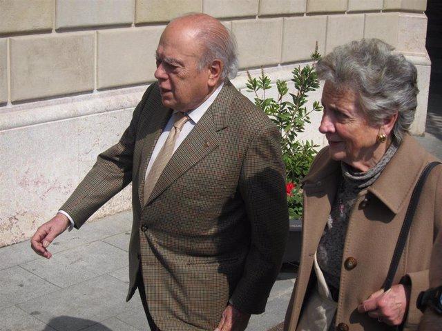 Jordi Pujol y su esposa, Marta Ferrusola