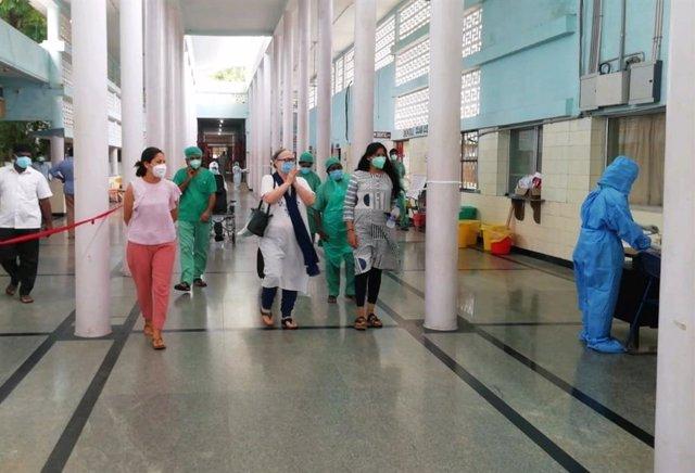 La cofundadora y presidenta de la Fundación Vicente Ferrer, Anna Ferrer, recibe el alta del Hospital de Bathalapalli (India) tras diez dies ingresada por COVID-19.