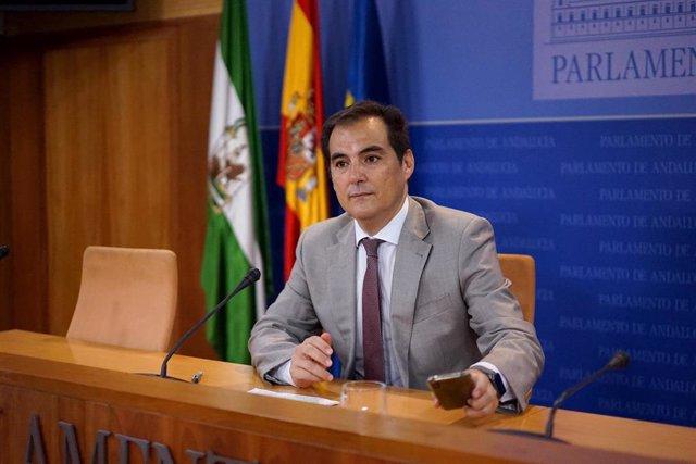 El portavoz parlamentario del PP-A, José Antonio Nieto, en rueda de prensa. Foto de archivo