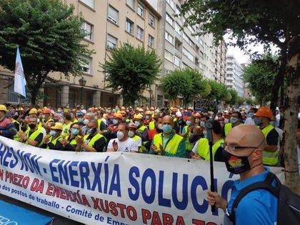 """Trabajadores de Alcoa, ante el Parlamento: """"Gobierno y Xunta deben decirle a la empresa que se siente a negociar"""""""