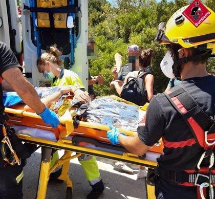 Rescatan a un hombre con fractura abierta de la pierna derecha en la Punta de la Fossa en Calp