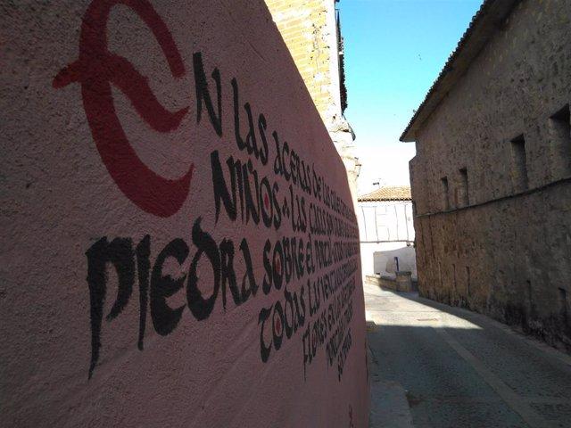 El proyecto Arte Sigural propone una rehabilitación estética del casco antiguo de Sigüenza mediante la intervención artística de las paredes y muros de inmuebles abandonados que presentan un estado deplorable.