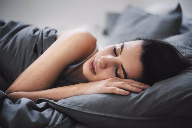 Imagen de una mujer durmiendo