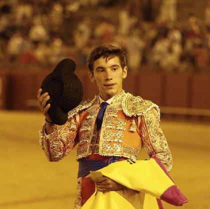El alumno de la Escuela Taurina de Badajoz Eric Olivera participa en una novillada en Navas de San Juan (Jaén)