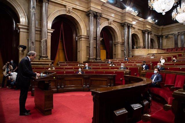 """El president de la Generalitat, Quim Torra, durant la seva intervenció en un ple extraordinari del Parlament per debatre sobre """"la situació política creada per la crisi de la monarquia espanyola"""", a Barcelona, Catalunya (Espanya) a 7 d'agost de 2020."""