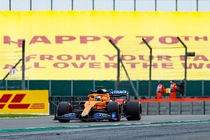 AMP.- Fórmula 1/GP 70º Aniversario.- Mercedes domina en Silverstone con Carlos Sainz en el 'Top 10'
