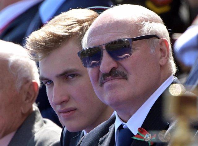 Alexander Lukashenko asiste al desfile del Día de la Victoria en Moscú