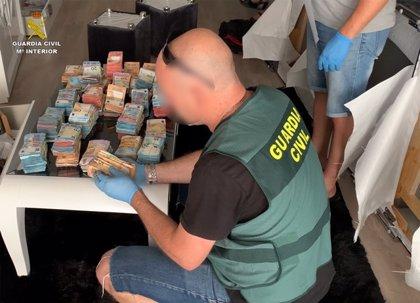 La Guardia Civil desarticula una red dedicada al tráfico de drogas entre la península y las Islas Canarias