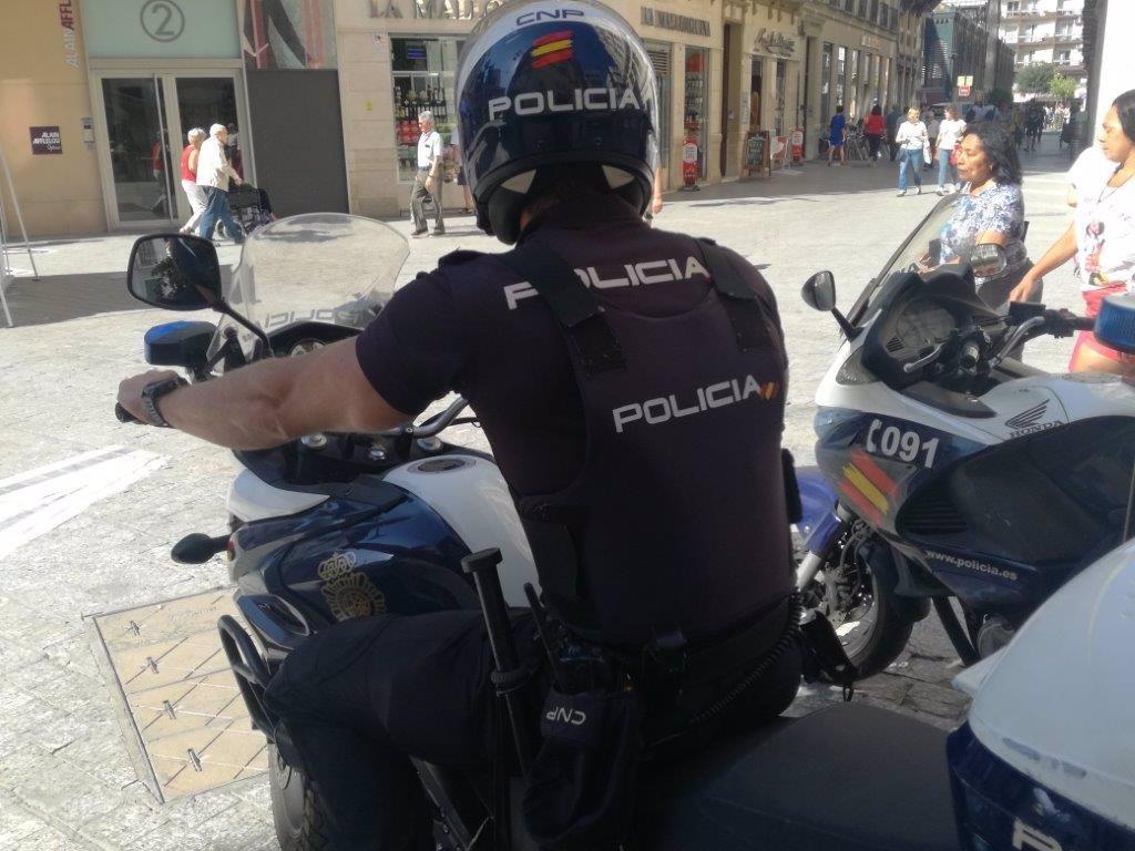 Detenido en Fuengirola (Málaga) por vigilar a sus inquilinos de un apartamento a través de una cámara 3