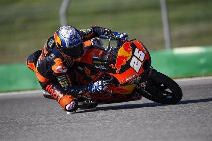 Raúl Fernández se estrena en la pole en Moto3