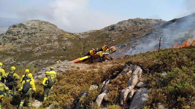 AM.- Al menos dos heridos en el hidroavión accidentado cuando trabajaba en el incendio de Lobios (Ourense)