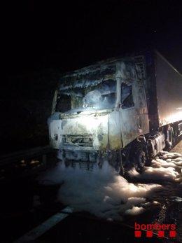 Un camió s'incendia en l'AP-7 a l'altura de l'Ametlla de Mar (Tarragona)