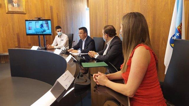 El conselleiro do Medio Rural en funciones, José González, durante la presentación de una campaña de promoción de productos agroganaderos