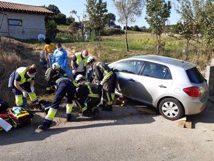 Herido un hombre de 84 años en Bárcena de Cicero al ser arrollado por su propio coche