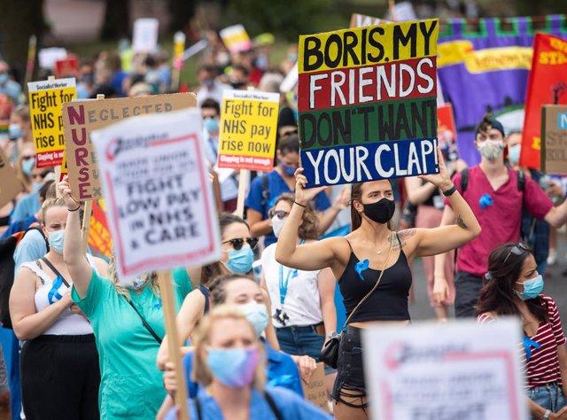 Coronavirus.- Reino Unido roza los 310.000 contagios entre decenas de protestas