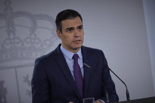 El presidente del Gobierno, Pedro Sánchez, ofrece la última rueda de prensa  posterior a la reunión del Consejo de Ministros y antes de las vacaciones, en Moncloa
