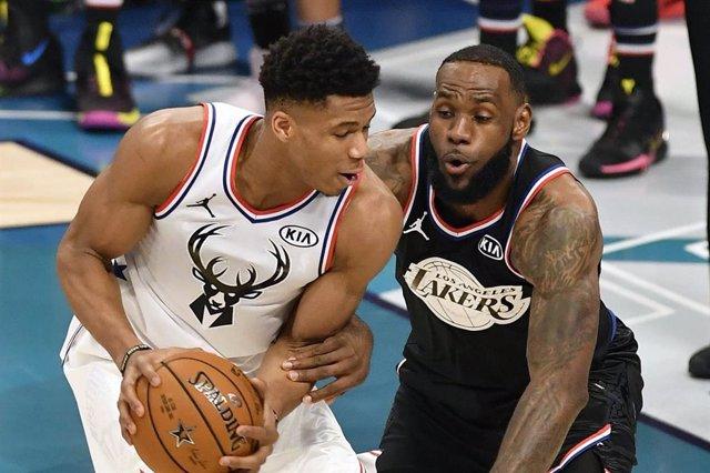 Baloncesto/NBA.- Antetokounmpo, Harden y LeBron, finalistas a MVP de la NBA