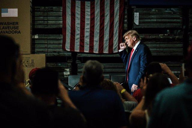 EEUU.- Trump prorroga las medidas de protección al desempleo mientras EEUU roza