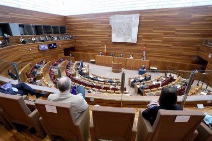 Las Cortes tramitan 8.322 iniciativas en el primer año de la X legislatura, un 40,1% más